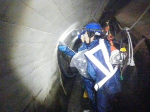 坑内での 樹脂注入孔 削孔